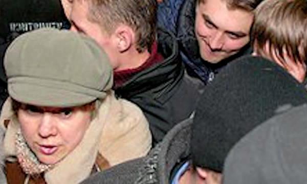 В метро Петербурга мигранты из Средней Азии пугают женщин расстегнутыми штанами. http://netbespredelu.ru/?p=11513